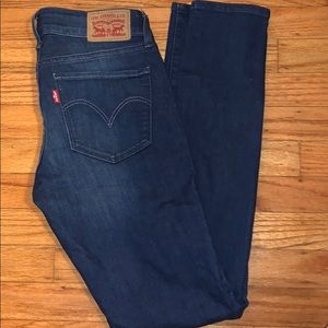 711  Levi Skinny Jeans